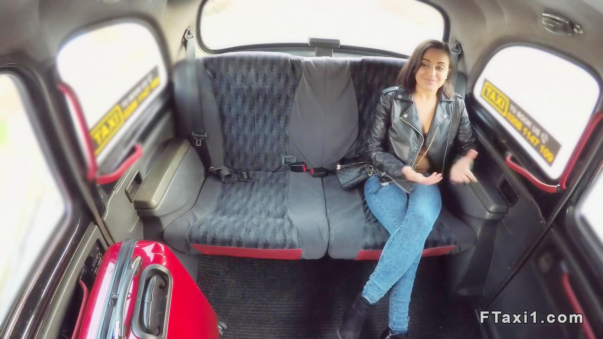 Czech taxi driver bangs brunette tourist