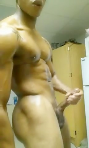 Muscle hunk showing off